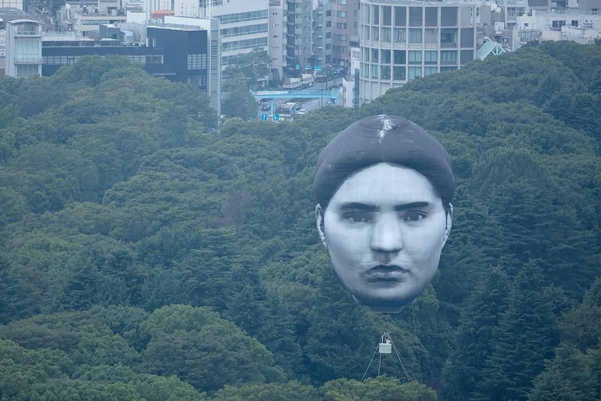 【東京の空】首吊り気球は誰の顔でいつどこで見られる?伊藤潤二の作品似と話題【画像】